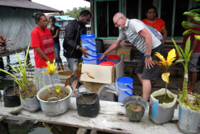 The new water filters for the Kamplas Tablasupa Papua are being unpacked